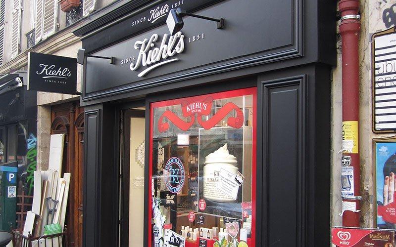 Enseigne et façade magasin Kiehl's